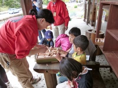 箸置き作りは子ども達が活躍