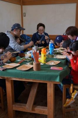 山菜天ぷらうどんに舌鼓