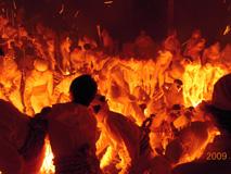 中の地蔵から御神火が届く