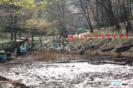 2009,4,4 調整池の改良工事