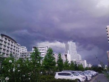 突如発生した黒い雲