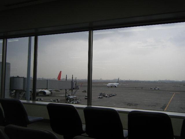 羽田空港JAL搭乗口前待合所