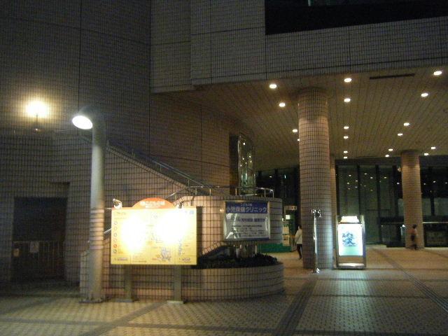 青山円形劇場前