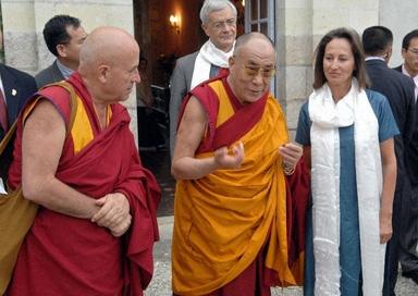 ダライ・ラマとマチウ・リカールとフランス外相夫人