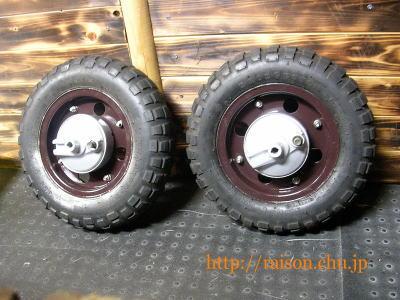 モンキーのタイヤ、こんなんになりました。