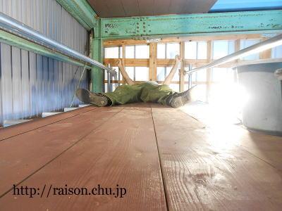 ロフトの床板、全部設置。