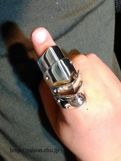 指輪、ピッタリサイズに直せます。
