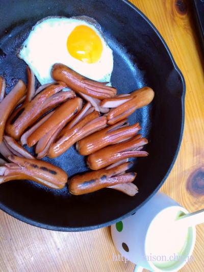 スキレットでシンプル朝ご飯。