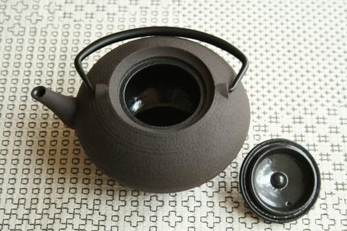 鋳心ノ工房:ティーポット・平つぼ〈濃茶〉