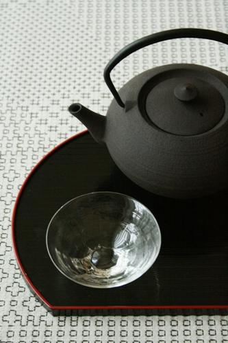 鋳心ノ工房:ティーポット・平つぼ〈濃茶〉/西山芳浩:八角ぐい呑み