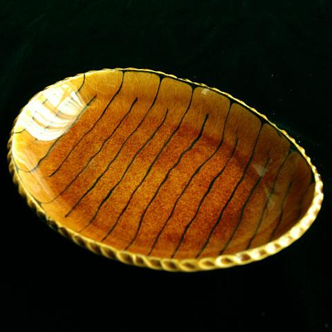 スリップウエア楕円皿 縞模様茶