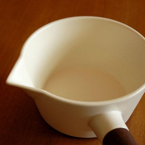 リコッタミルクパン白 注ぎ口