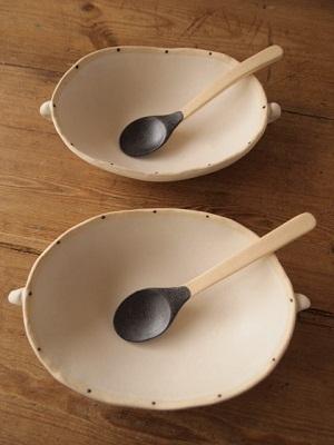 楕円鉢とスプーン
