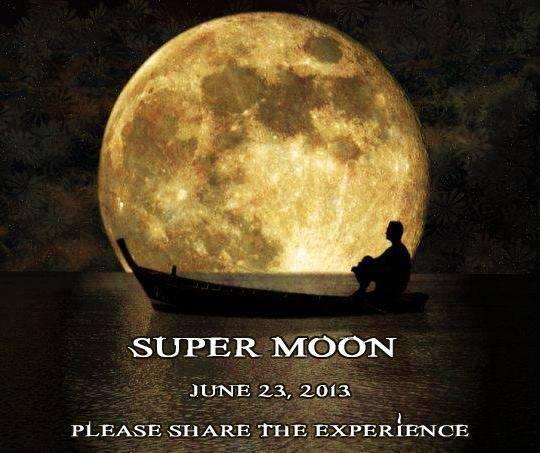 芸術的な月
