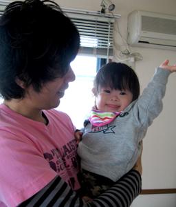 優ちゃん-パパ抱っこ01