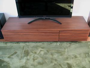 格子状TVボード01