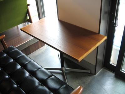 テーブル搬入02