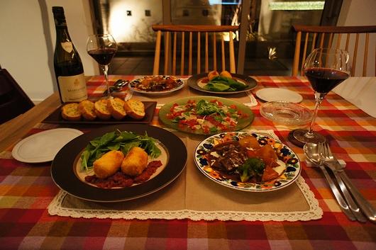 献立◇ビーフシチュー◇蟹(カマ)とコーンのクリームコロッケ◇鯛と鮪のカルパッチョ◇ガーリックトースト