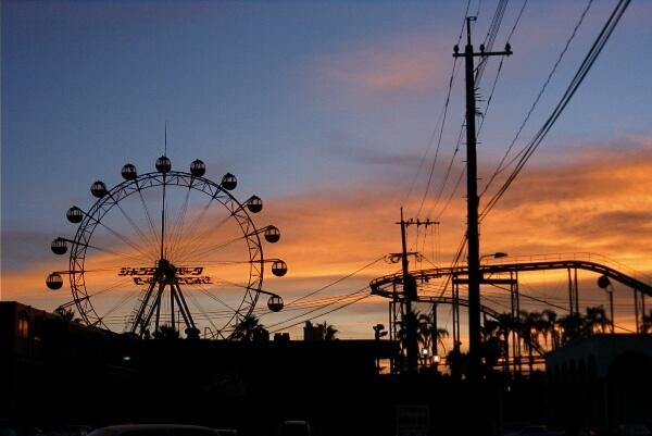 夕焼け空と遊園地