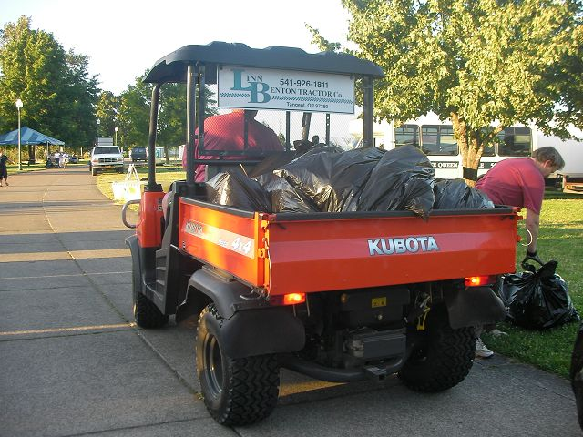 ゴミ収集車in 公園