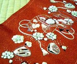 貝桶の刺繍半衿