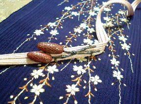 枝垂れ桜と土筆