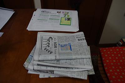 色校正と新聞紙
