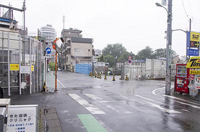 雨の世田谷代田駅