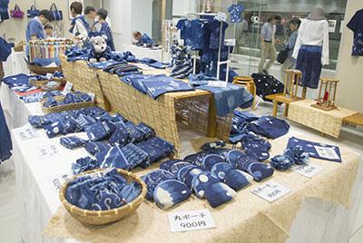 藍工房展の品々