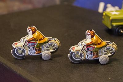 オートバイ ブリキのおもちゃ