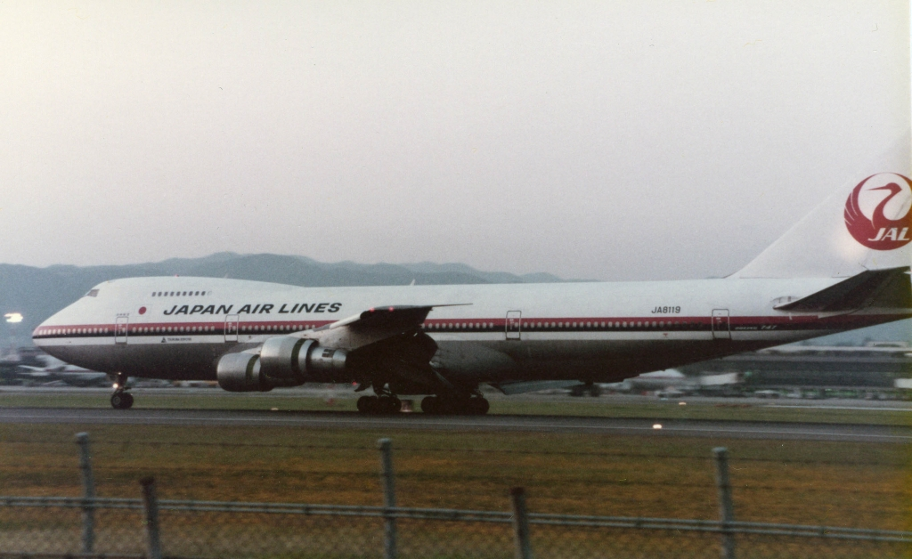 Japan_Airlines_B747SR-46_(JA8119)_at_Itami_Airport_in_1984.jpg