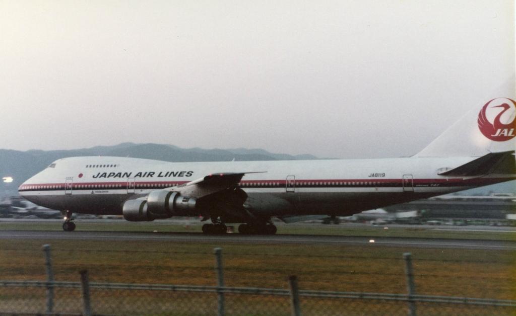 Japan_Airlines_B747SR-46_(JA8119)_at_Itami_Airport_in_1984.jpg