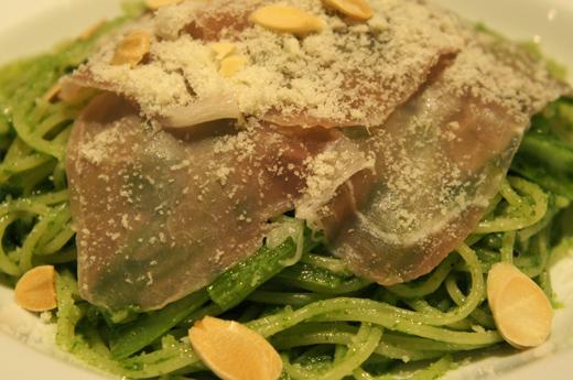 小松菜のジェノバ風スパゲティ 生ハム添え