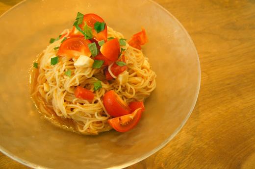 トマトと大葉とモッツァレラの冷製パスタ
