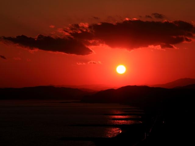 高知県立坂本龍馬記念館にて真っ赤な夕日