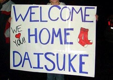 松坂投手の契約合意に歓喜する地元ファン。