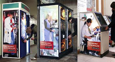 とある国のユーモア溢れる?自動販売機。