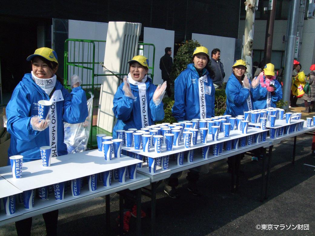 東京マラソンの給水所