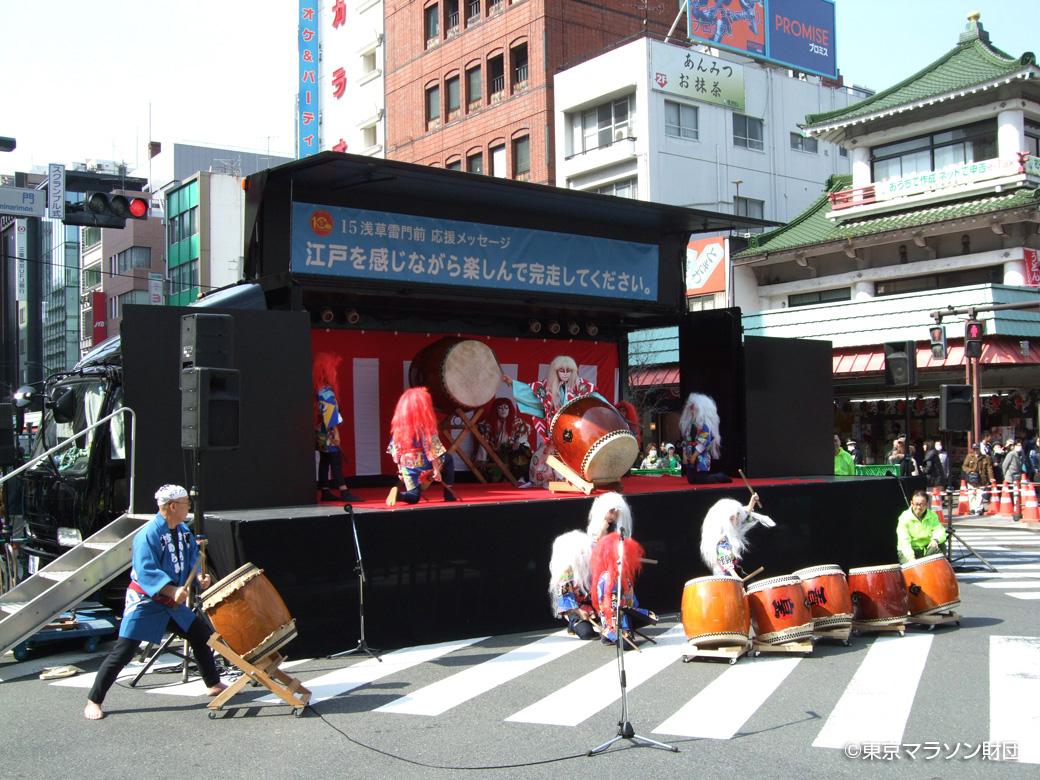 浅草寺雷門前・東京マラソン