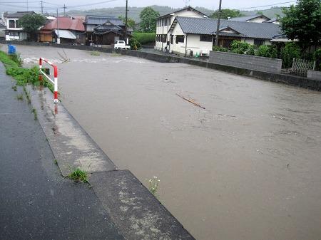 大雨で洪水