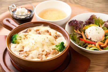 『炭火焼鶏とひよこ豆のカレーオムドリアセット』商品写真