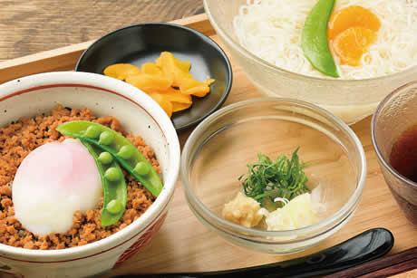『とろっと温たま鶏そぼろ丼とそーめんセット』商品イメージ写真