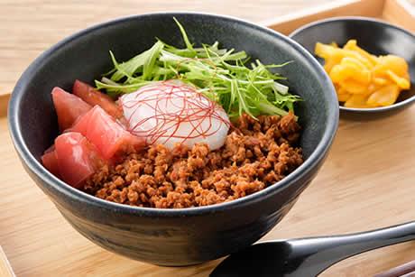『冷かけぶっかけうどん!蔵王の温玉と坦々肉味噌ピリ辛仕立て』商品イメージ写真