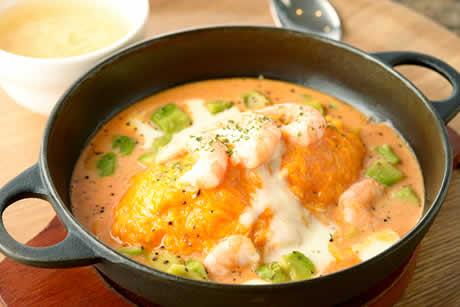 『蔵王うみたて卵の海老アボガドとモッツアレラチーズのオムライス』商品イメージ写真