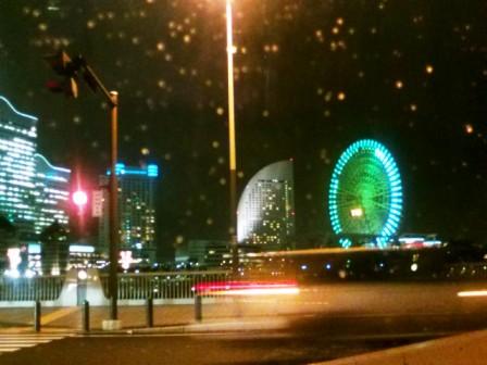 雨が降る夜のヨコハマ