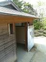 頂上のトイレ(水洗)です