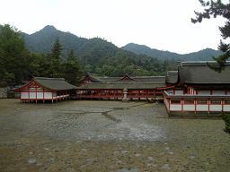 ひき潮の厳島神社