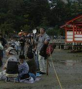 厳島神社の前にはロープが張られていました。