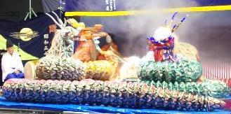 大蛇は酒樽に映った姫の姿を飲みほします