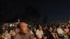神楽に集まった観客